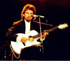 George-Harrison-playing1 La historia de Rubyhorse y George Harrison