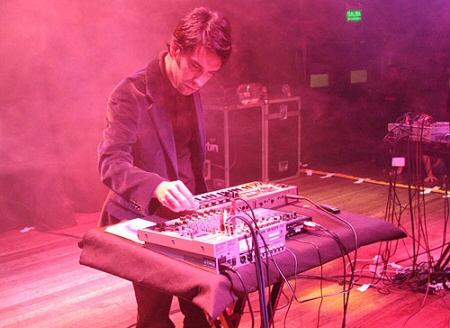 Todas las canciones de Sebastián Carreras en un link